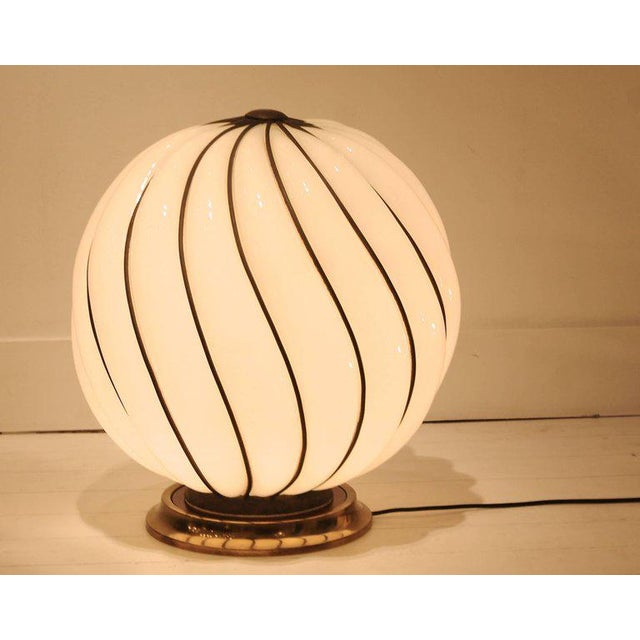 Glamourous 1970s Spheric Murano Glass Table Lamp For Sale - Image 4 of 7