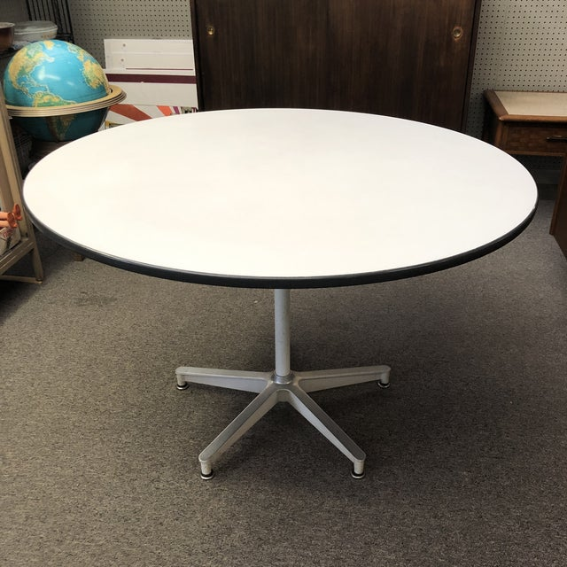 1950s Charles Eames For Herman Miller, Herman Miller Eames Round Dining Table