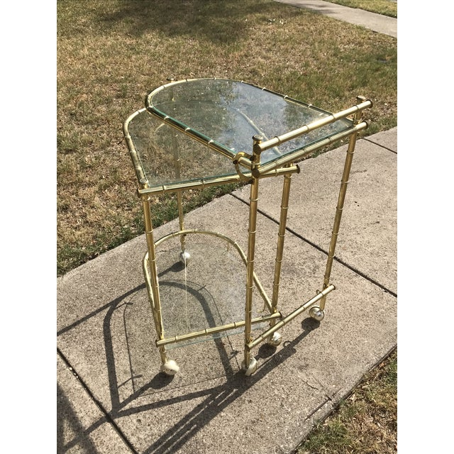 Campaign 1960s Chippendale Maison Jansen Brass Faux Bamboo Swivel Bar Cart For Sale - Image 3 of 11