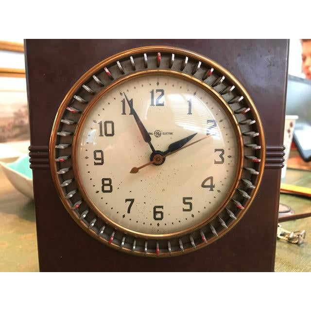 Charming 1940s/50s General Electric Parlor Cock /Timer. Working perfectly - excellent condition. Desirable Bakelite case...