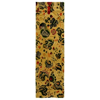 Traditional Tudor-Inspired Cream and Green Wool Floral Runner - 1′11″ × 6′6″