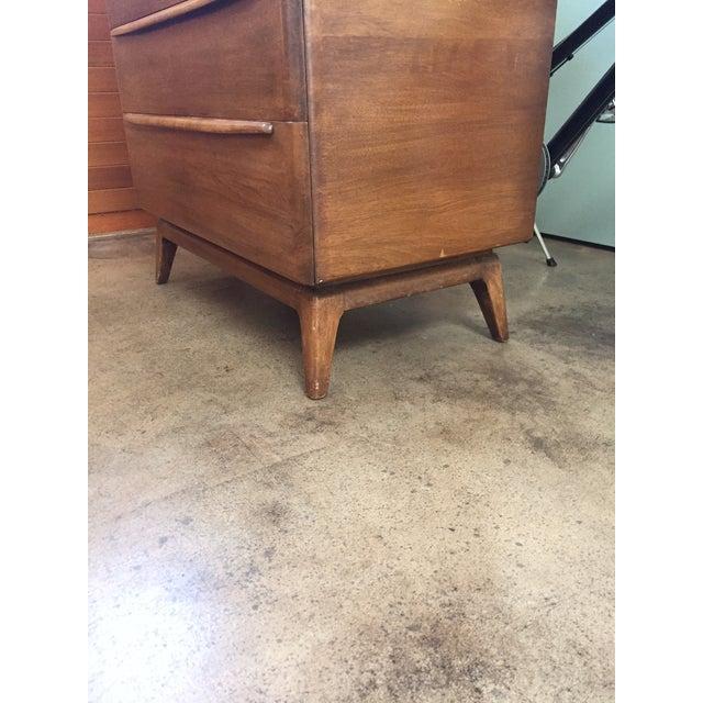 Heywood-Wakefield Heywood Wakefield Encore Series 5 Drawer Dresser For Sale - Image 4 of 7