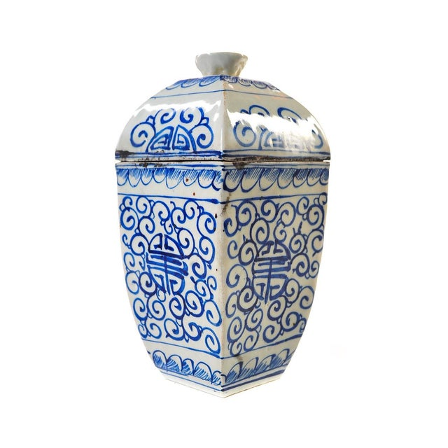 Late 19th Century Chinese 19th Century Blue & White Urns - A Pair For Sale - Image 5 of 10