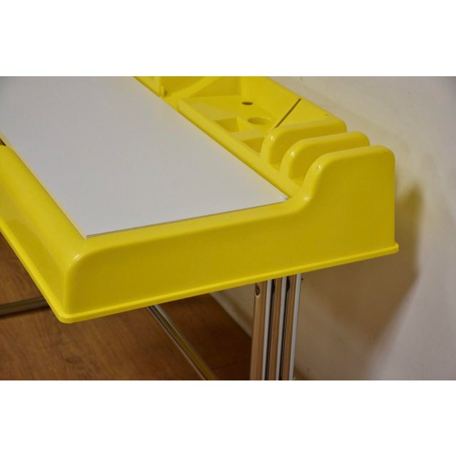 "Mid-Century Modern Molded Plastic and Chrome ""Oryx"" Desk For Sale - Image 3 of 10"
