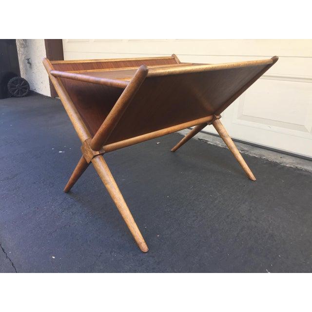 1960s Mid-Century Modern t.h. Robsjohn-Gibbings for Widdicomb Walnut X Frame Magazine Table For Sale - Image 10 of 12