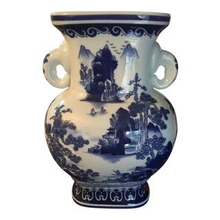 Vintage Classic Blue and White Ceramic Willow Vase For Sale