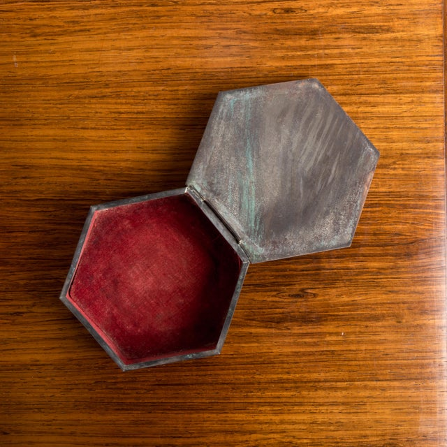 Fabric 1950s Vintage Octagonal Box For Sale - Image 7 of 8