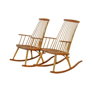 Thomas Moser New Gloucester Rockers Pair Cherry Rocking Chairs For Sale