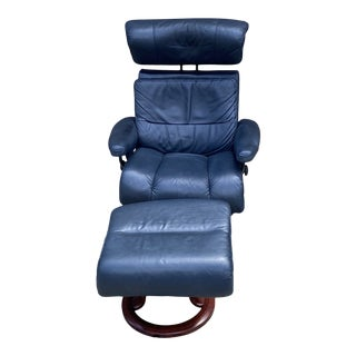 Late 20th Century Ekornes Stressless Navy Blue Leather Chair and Ottoman Set - 2 Pieces For Sale