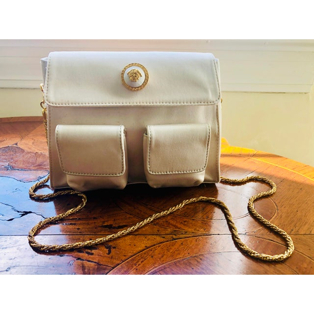 1980s Gianni Versace White Silk Medusa Purse With Gold Chain For Sale - Image 11 of 13