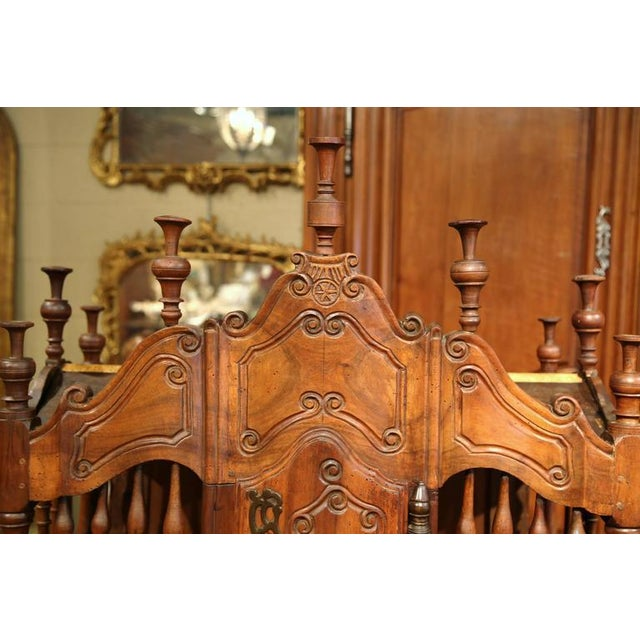 Early 19th Century French Louis XV Carved Walnut Panetière For Sale - Image 4 of 9
