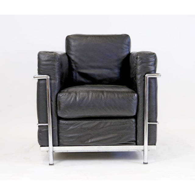 Vintage Le Corbusier Style Black Leather Club Chair From Jfk Concorde Room For Sale - Image 10 of 11