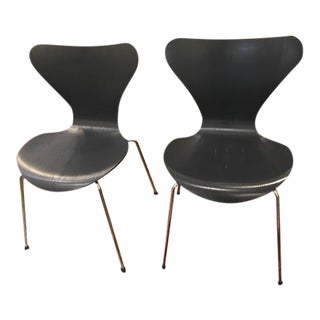 Arne Jacobsen Knoll Studio Fritz Hansen Series 7 Side Chairs- A Pair For Sale