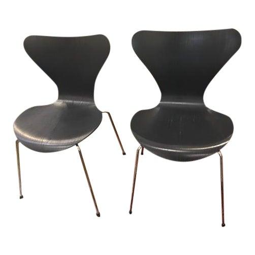 Arne Jacobsen Knoll Studio Fritz Hansen Series 7 Side Chairs- A Pair For Sale