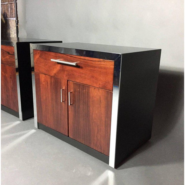 Mid-Century Modern Pair of John Stuart Rosewood and Chrome Nightstands, USA, 1970s For Sale - Image 3 of 10