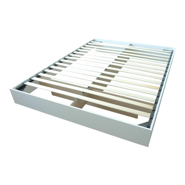 Modern Floating White Platform Queen Bedframe - Image 1 of 3
