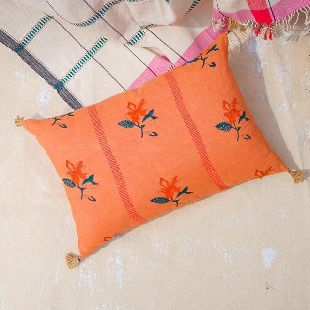 Nina Handwoven & Block-Printed Linen Pillow With Insert For Sale In New York - Image 6 of 6