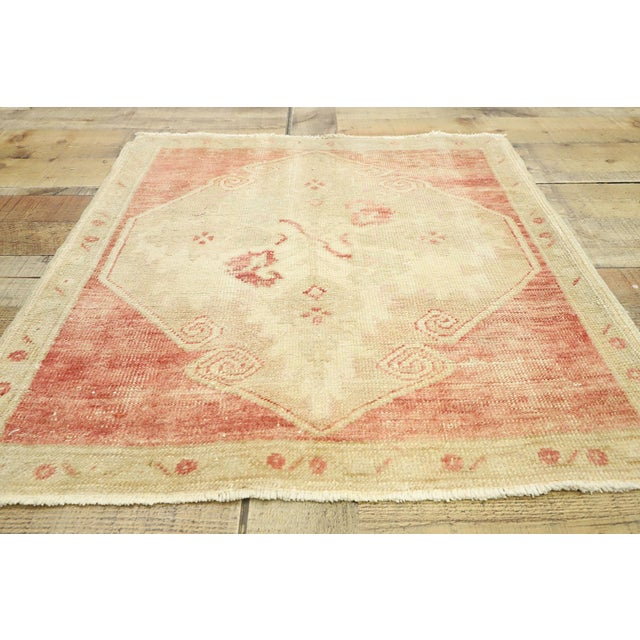 "Textile Vintage Turkish Oushak Accent Rug - 2'5"" X 2'7"" For Sale - Image 7 of 10"
