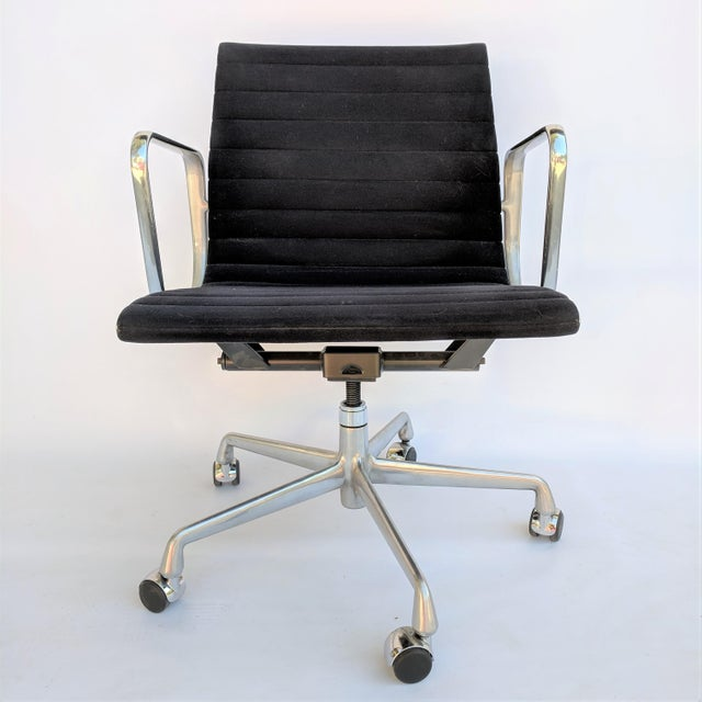 2010s Vintage Eames for Herman Miller Aluminum Group Management Chair For Sale - Image 5 of 7