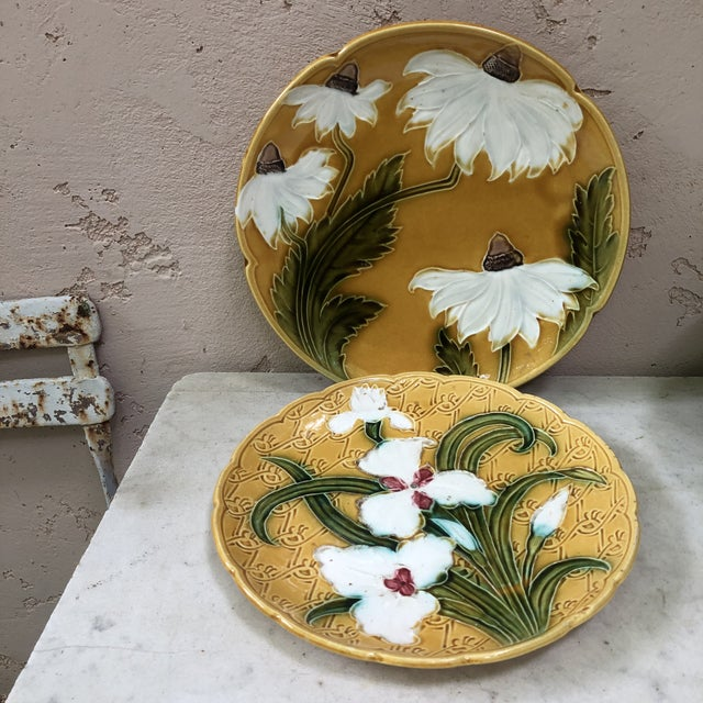 Majolica White Daisies Platter, Circa 1900 For Sale In Austin - Image 6 of 7
