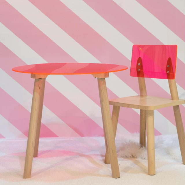 """Nico & Yeye Ac/Bc Large Round 30"""" Kids Table in Maple With Pink Finish Acrylic Top For Sale - Image 4 of 5"""