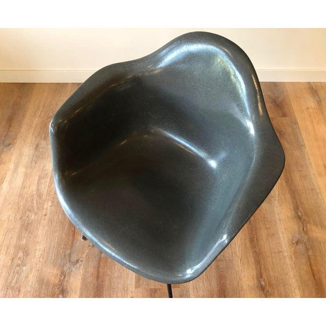 Herman Miller Eames Fiberglass Molded Side Chair for Herman Miller For Sale - Image 4 of 13