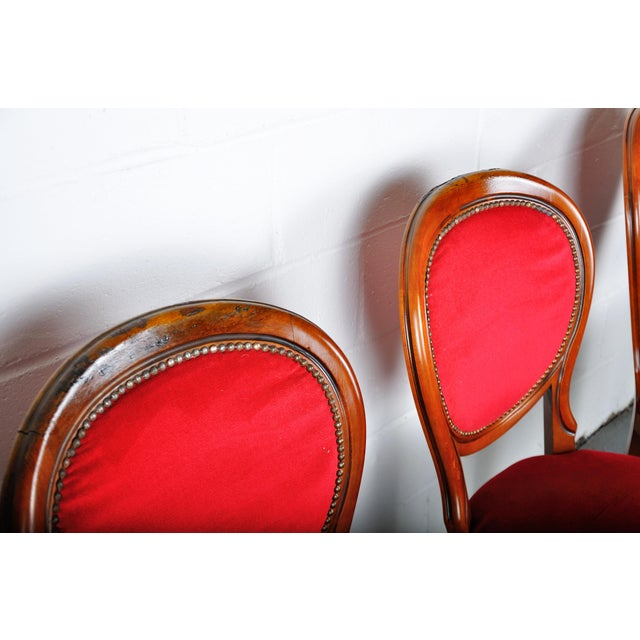 Wood Vintage Set of 4 French Louis XV Maple Dining Chairs W/ Red Velvet Upholstery For Sale - Image 7 of 11