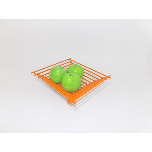 Mid-Century Modern Mid-Century Modern Geometric Orange Metal Wire Fruit Dish For Sale - Image 3 of 8