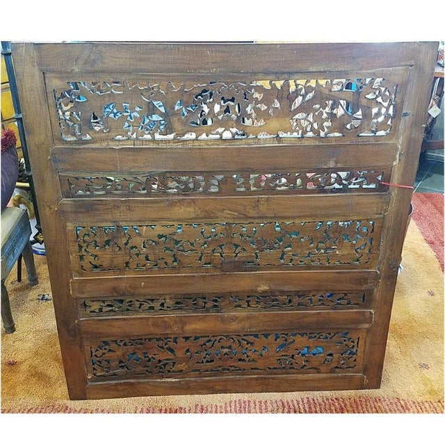Asian 1920s Vintage Chinese Carved Giltwood Screen For Sale - Image 3 of 7