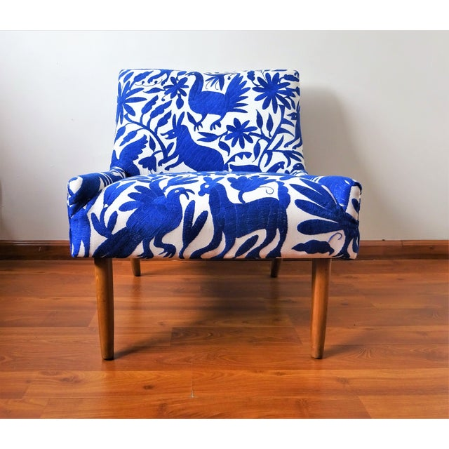 Arte Otomi proudly presents the 2nd piece of our new Mid-Century Otomi Embroidery collection! This is a truly vintage 60s...