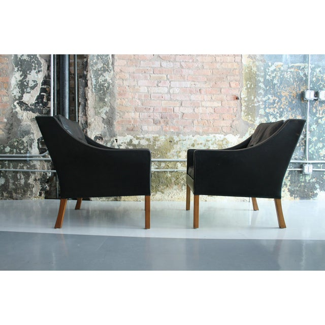 Mid-Century Modern Matched Pair of Børge Mogensen Model #2207 Leather Lounge Chairs For Sale - Image 3 of 13