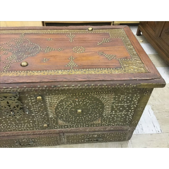 Kuwaiti Brass Studded Blanket Chest For Sale - Image 4 of 6