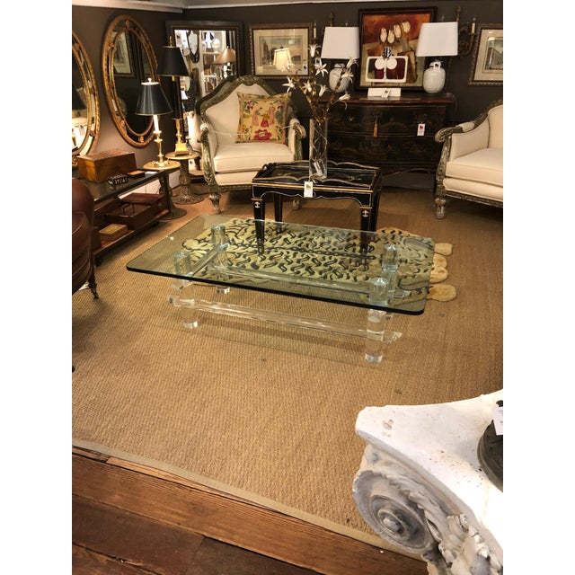 Mid-Century Modern Lucite and Glass Coffee Table in the Style of Parzinger For Sale - Image 3 of 9
