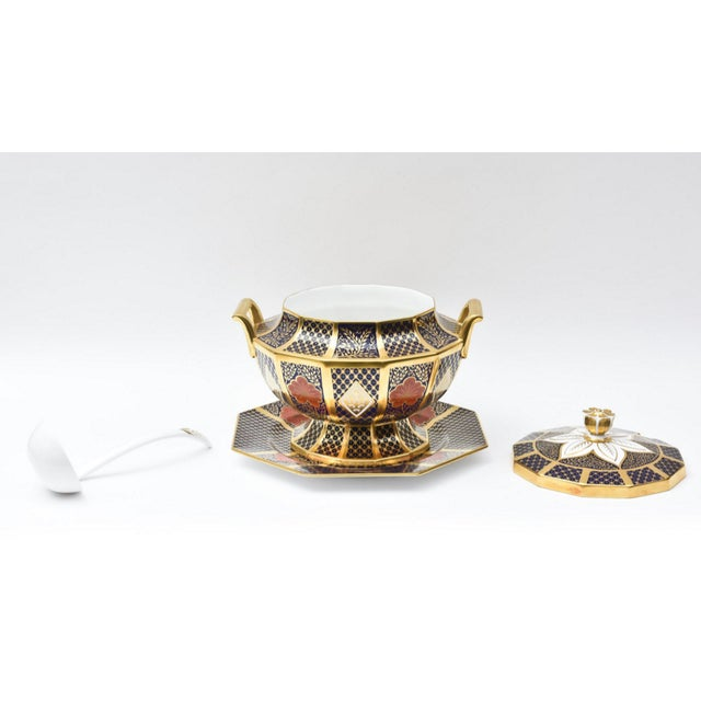 1980s English Porcelain Imari Pattern Painted Tureen With Underplate For Sale - Image 5 of 11