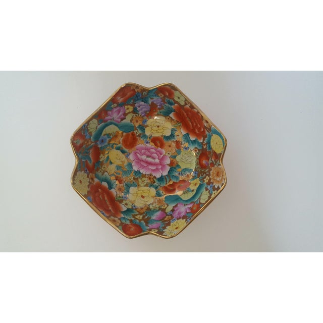 Asian Vintage Chinoiserie Floral Chintz Hand Painted Gold Leaf Porcelain Cachepot For Sale - Image 3 of 5