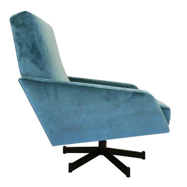 Italian Pair of Italian Mid-Century Swivel Lounge Chairs For Sale - Image 3 of 5