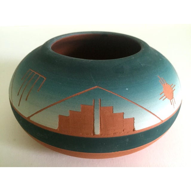 Vintage Signed Native American Sioux Swallow Teal Ombre Terra Cotta Etched Vase For Sale - Image 9 of 11