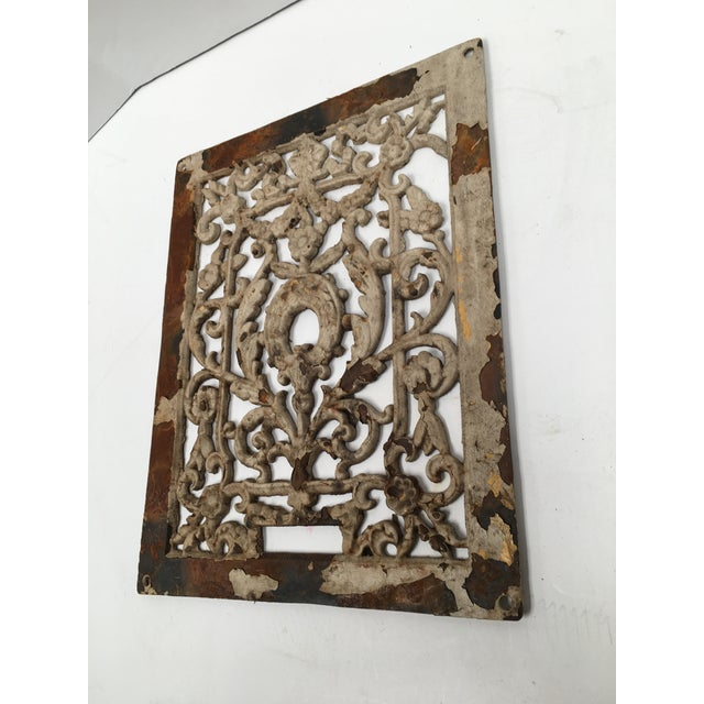 French Antique 1800s Cast Iron Register Grate For Sale - Image 3 of 9
