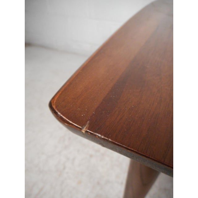 Mid 20th Century Surfboard Side Tables by Bassett Furniture Co., a Pair For Sale - Image 5 of 13