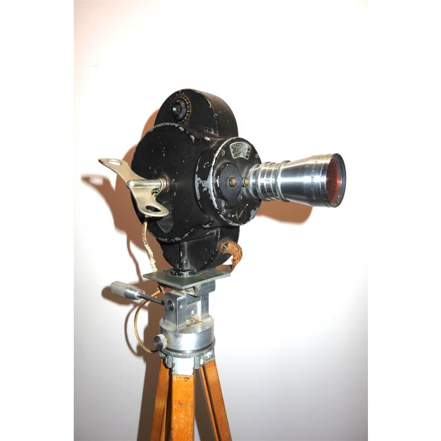 Offered for your approval is this early 20th century USA made Bell & Howell 16mm Motion Picture Camera displayed on...