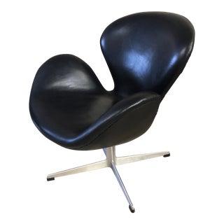 1960s Vintage Arne Jacobsen Fritz Hansen Black Leather Swan Chair For Sale