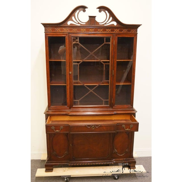 Late 20th Century 20th Century Traditional Bernhardt Furniture Duncan Phyfe Mahogany China Cabinet For Sale - Image 5 of 11