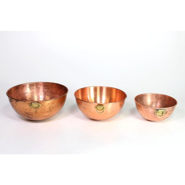 Metal 1970s French Copper Nesting Bowls With Brass Hanging Handles - Set of 3 For Sale - Image 7 of 7
