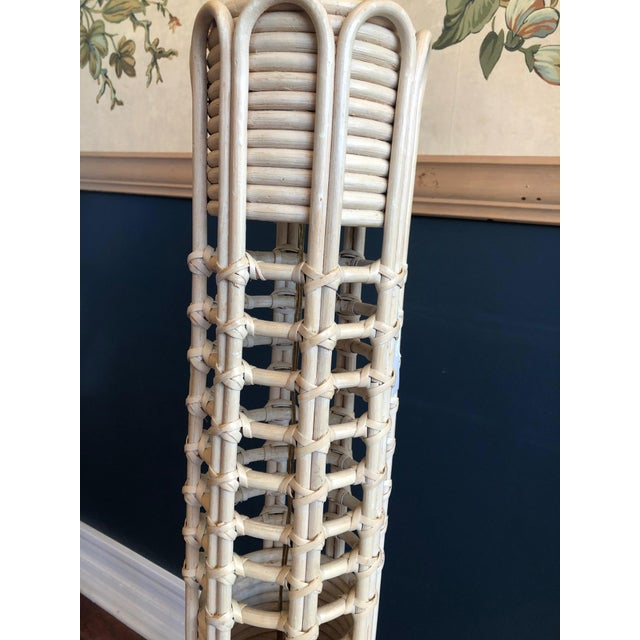 South beach style rattan floor lamp in exceptional vintage condition. Note the details and condition of this lovely lamp...