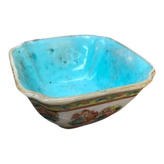 Mid 20th Century Small Chinese Export Porcelain Bowl For Sale