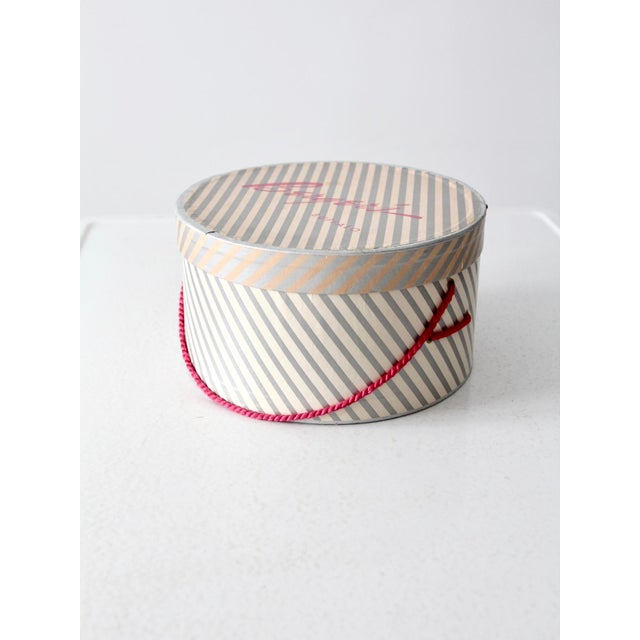 Vintage Berger's Hat Box For Sale - Image 11 of 11