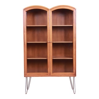 Romweber Mid-Century Modern Walnut Glass Front Bookcase on Hairpin Legs, Circa 1950s For Sale