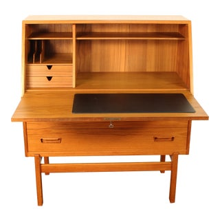 1960s Danish Modern Arne Wahl Iverson for Vinde Møbelfabrik Model 68 Teak Secretary Desk For Sale