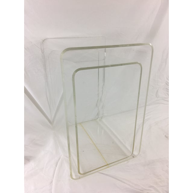 Mid-Century Modern Lucite Nesting Tables - Set of 2 For Sale - Image 11 of 11