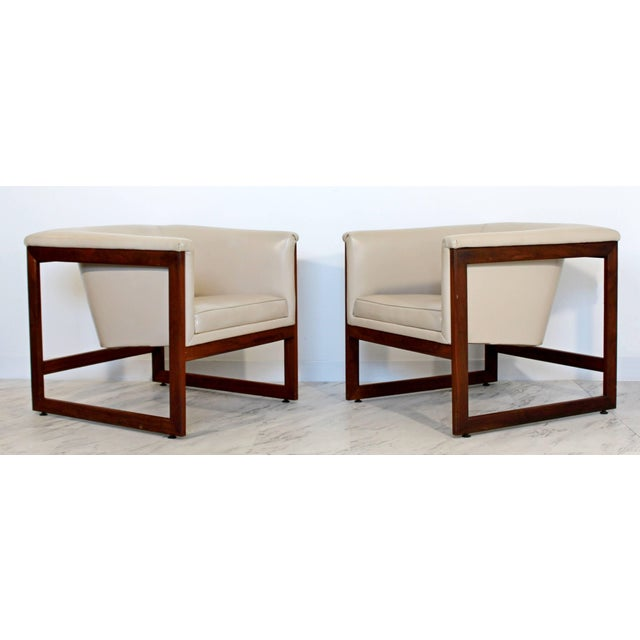 Mid-Century Modern Pair of Mid-Century Modern Milo Baughman Floating Cube Walnut Lounge Chairs For Sale - Image 3 of 10